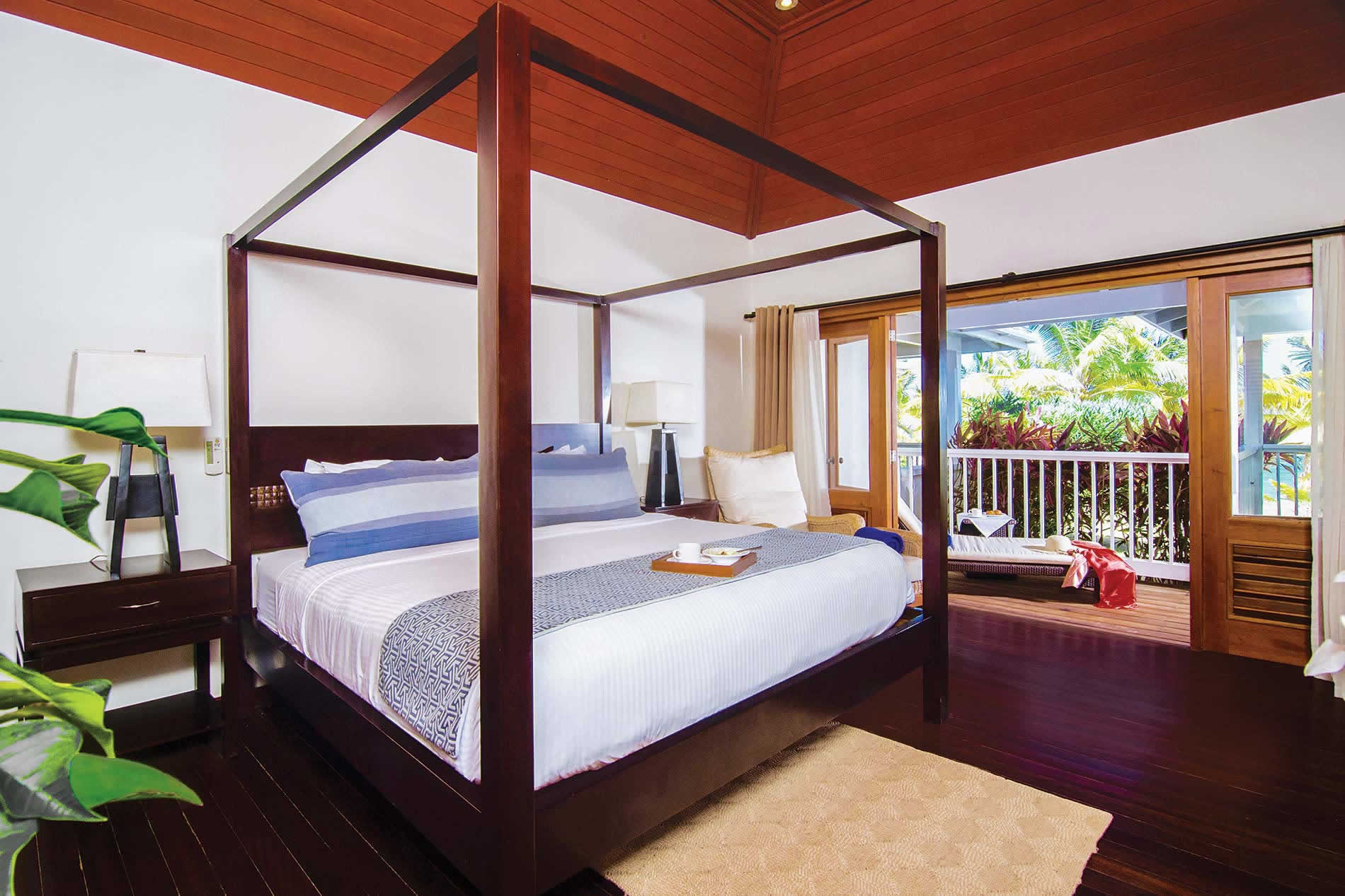 Apartment Premium Beachfront II in Nonsuch Bay Resort - sleeps 4 people