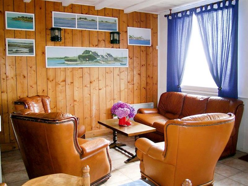 Au Bord de la Mer in L'Armor-Pleubian, Brittany - sleeps 6 people
