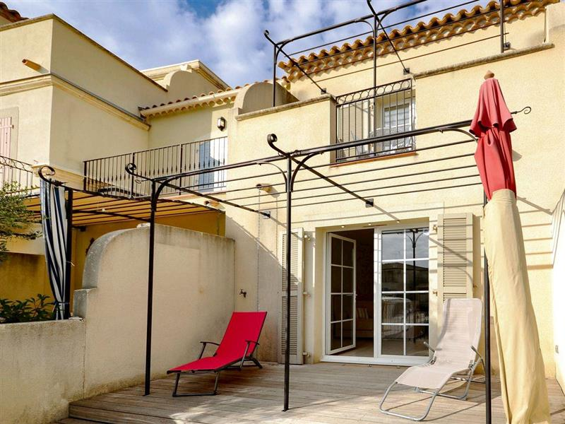 Au Bord de lEau in Aigues-Mortes, Gard - sleeps 4 people