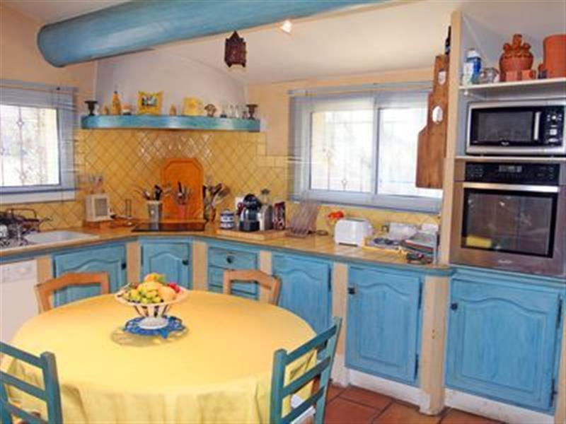 Aubignan in France - sleeps 10 people