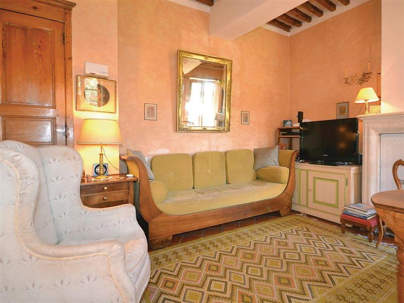Belle Maison in Serignan du Comtat, Vacluse - sleeps 6 people