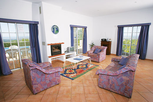 Casa Amendoeira in Estoi, Algarve - sleeps 6 people