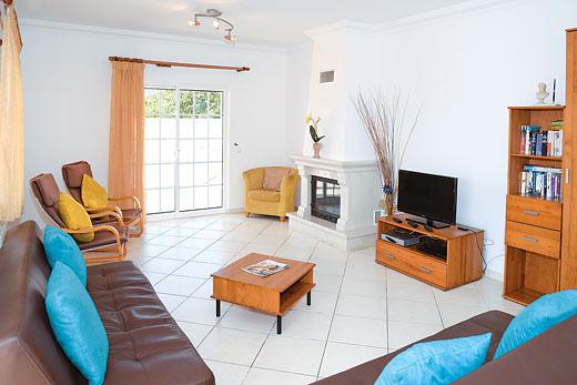 Casa Caravela in Olhos d'Agua, Algarve - sleeps 8 people