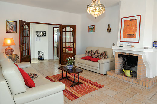 Casa das Areias in Armacao de Pera, Algarve - sleeps 6 people