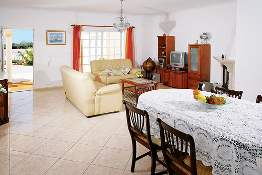 Casa Luz  in Caramujeira, Algarve - sleeps 6 people