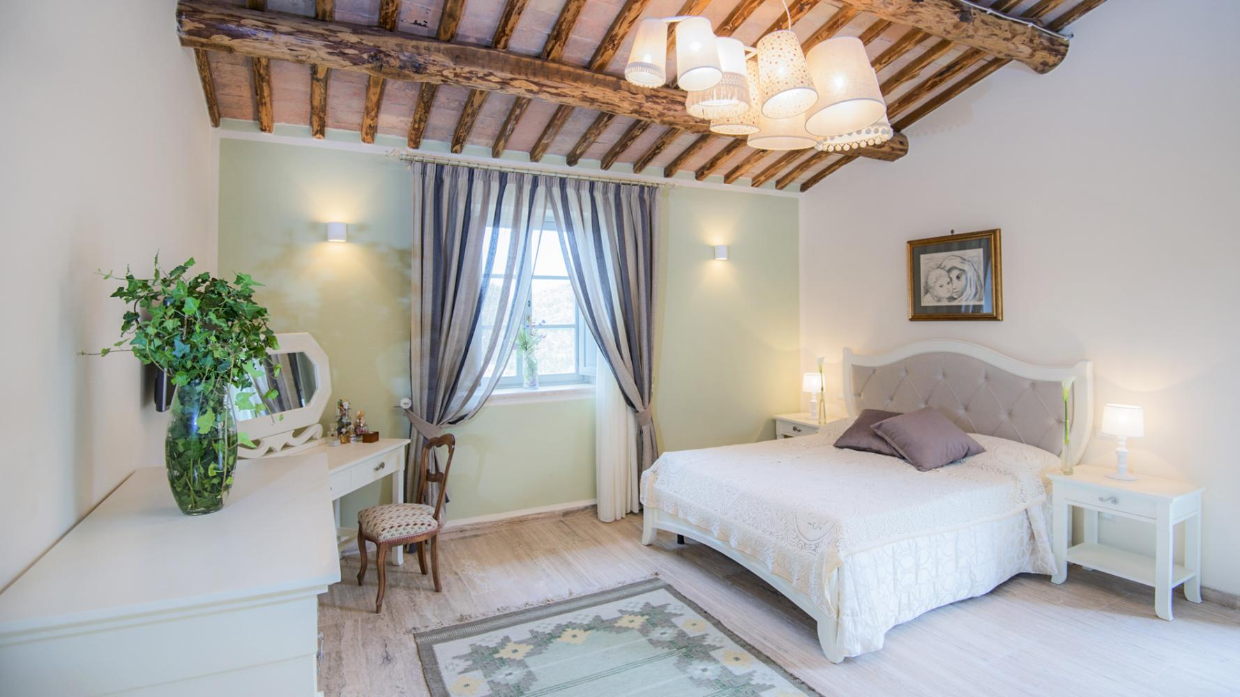Casale Cocca in Montepulciano - sleeps 9 people