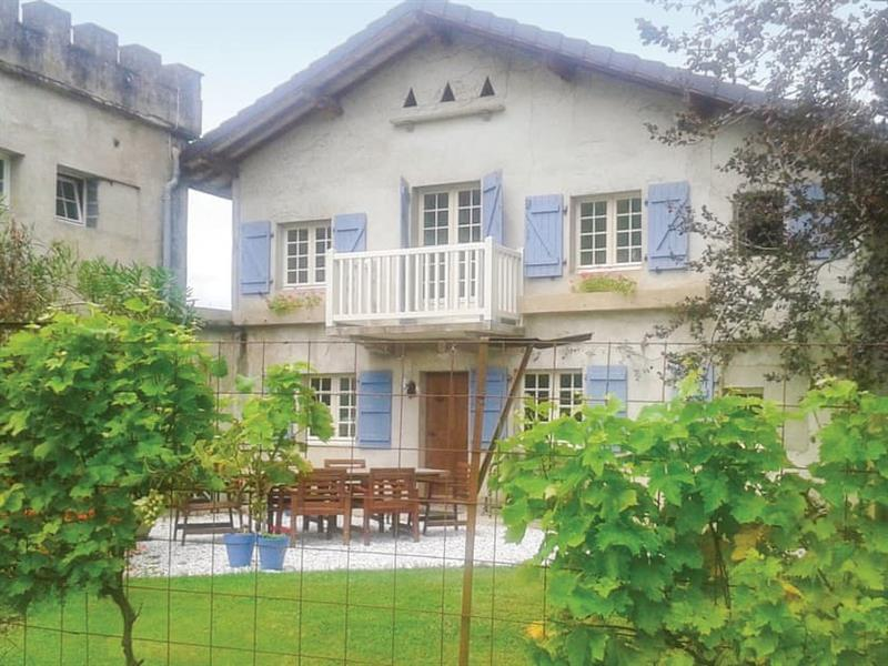 Charrite de Bas in Aquitaine - sleeps 6 people
