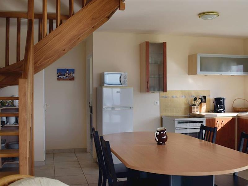 Cliff Cottage in Saint-Michel-en-Grève, Brittany - sleeps 6 people