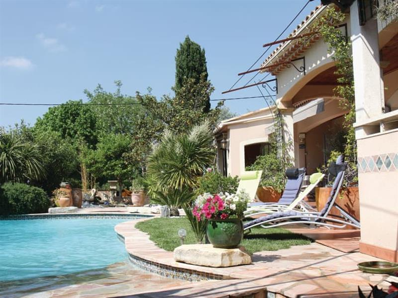 La Cachette in Les Angles, Languedoc-Roussillon - sleeps 8 people