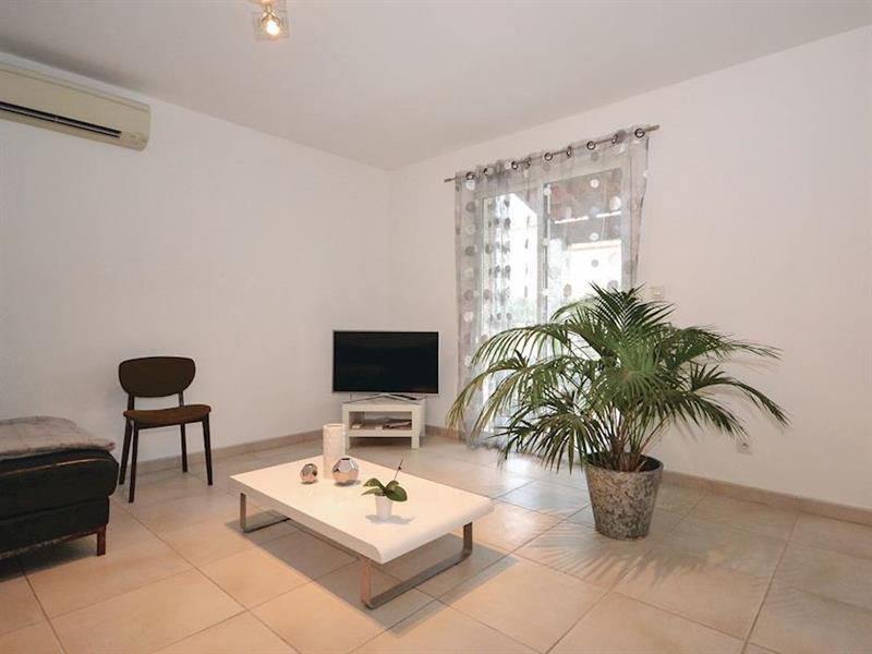 La Maison Blanche in Calvisson, Languedoc-Roussillon - sleeps 4 people