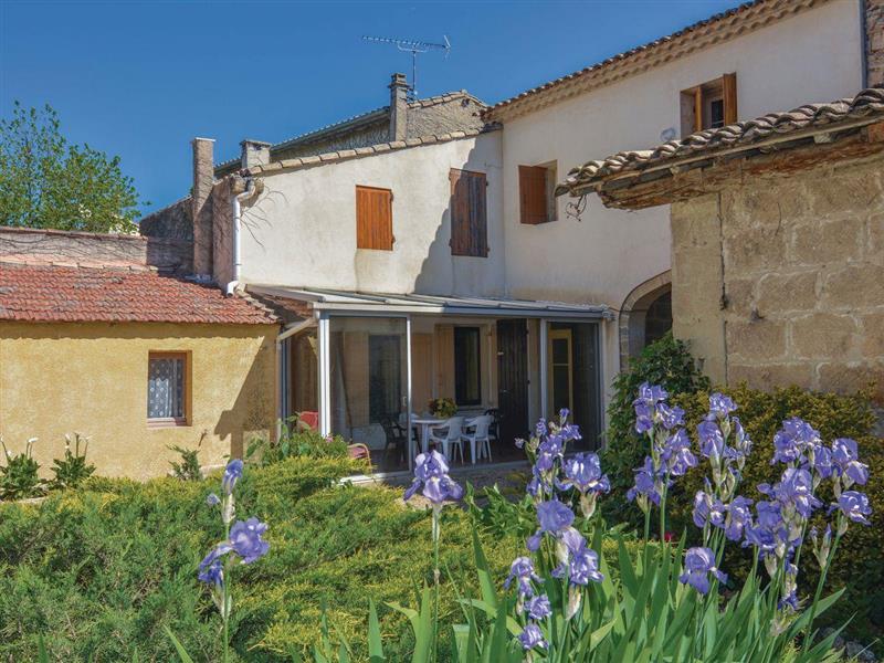 La Maison Blanche in Codognan, Cévennes, Languedoc-Roussillon - sleeps 7 people