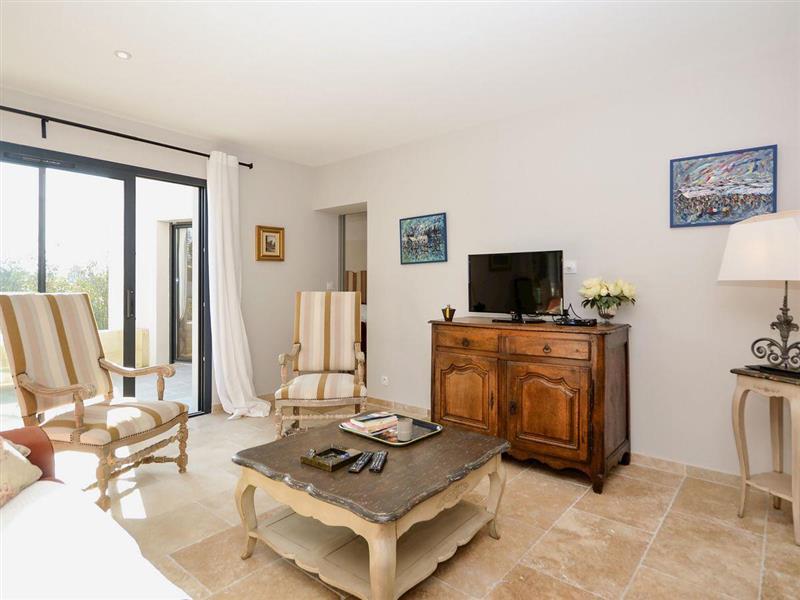 La Maison Blanche in L'Isle-sur-la-Sorgue, Provence - sleeps 4 people