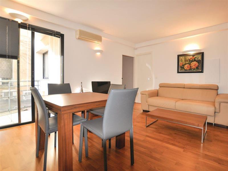Les Appartements Carre dOr - Carre dOr 2 in Cannes, Côte-d'Azur - sleeps 4 people