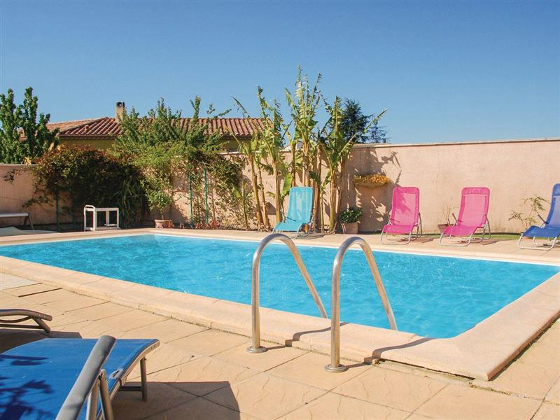 Maison des Arbres in Uchaud, Languedoc-Roussillon - sleeps 8 people