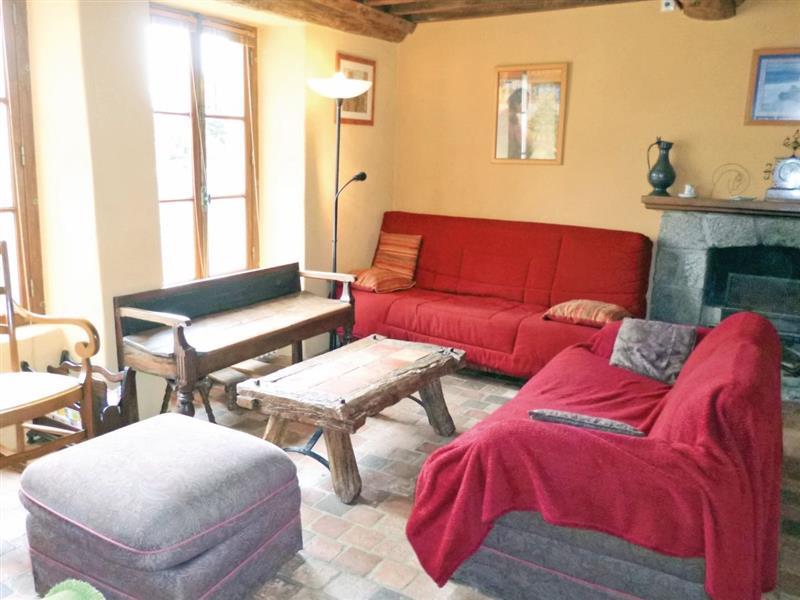 Quettehou, nr. Barfleur in France - sleeps 8 people