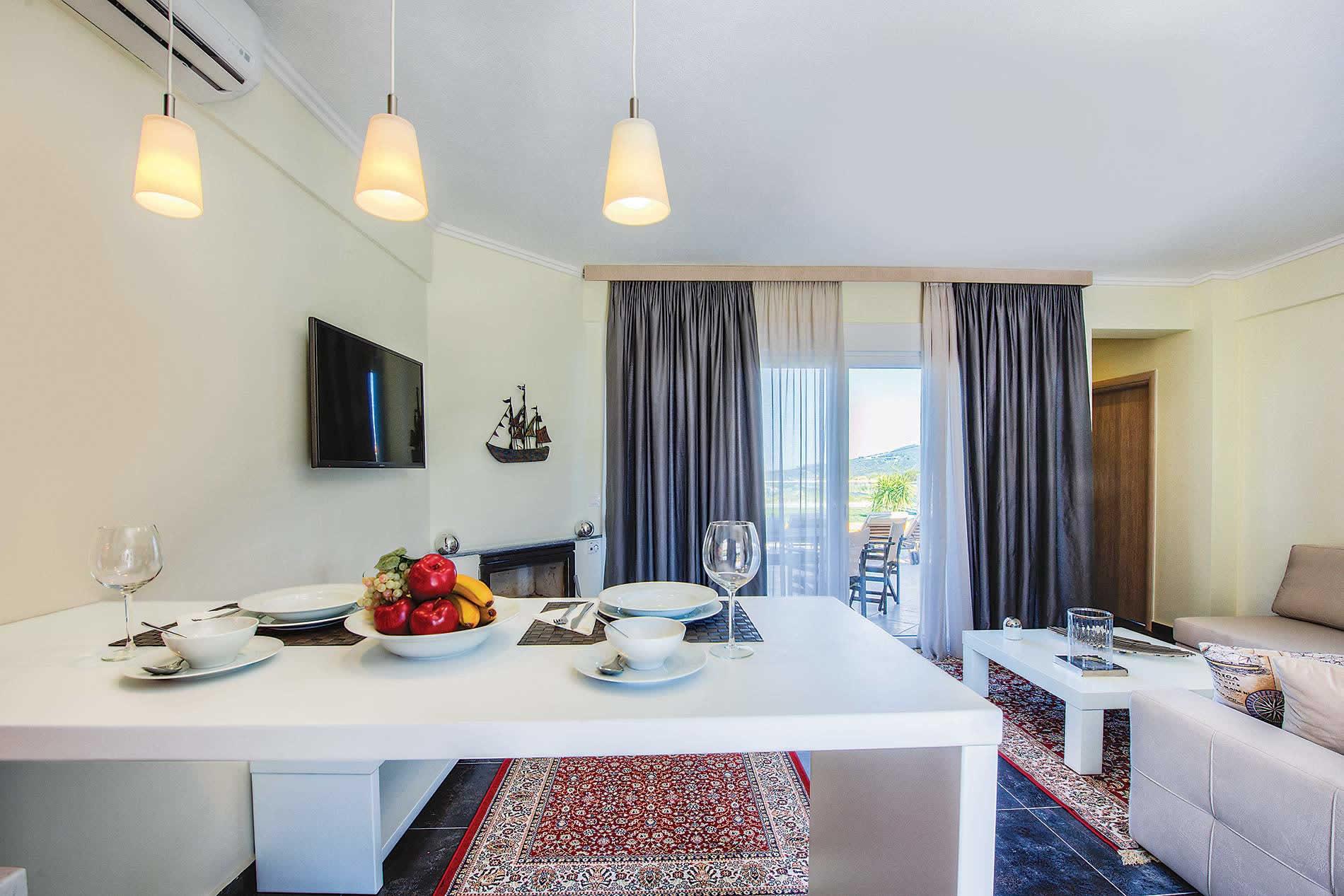 Toroneos Villas II - Heated Pool in Hanioti - sleeps 4 people