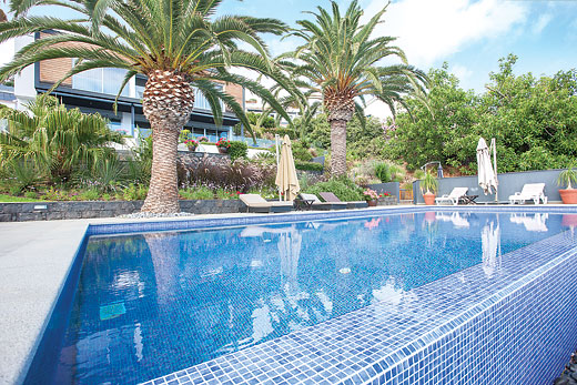 Tranquila in Garajau - sleeps 6 people