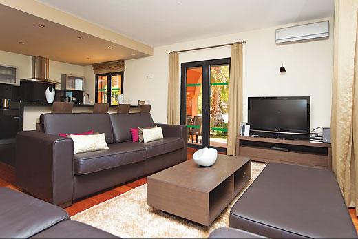 Villa Amendoeira Grande in Amendoeira Golf Resort, Algarve - sleeps 8 people