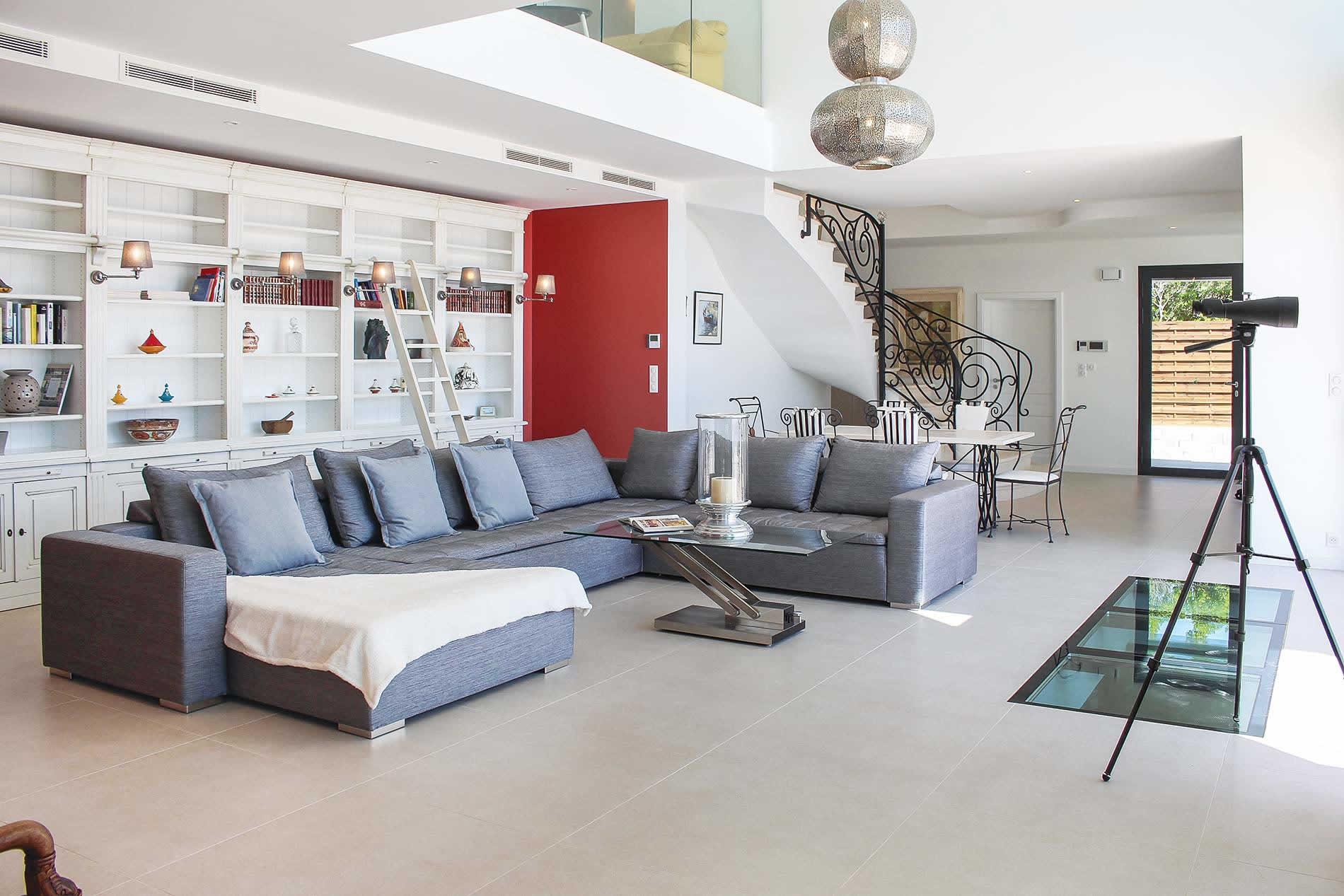Villa Blanche in Les Adrets De L'Esterel - sleeps 9 people