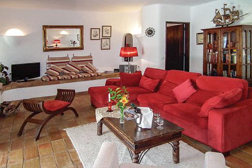 Villa Carvoeiro in Quinta do Paraiso, Carvoeiro - sleeps 6 people