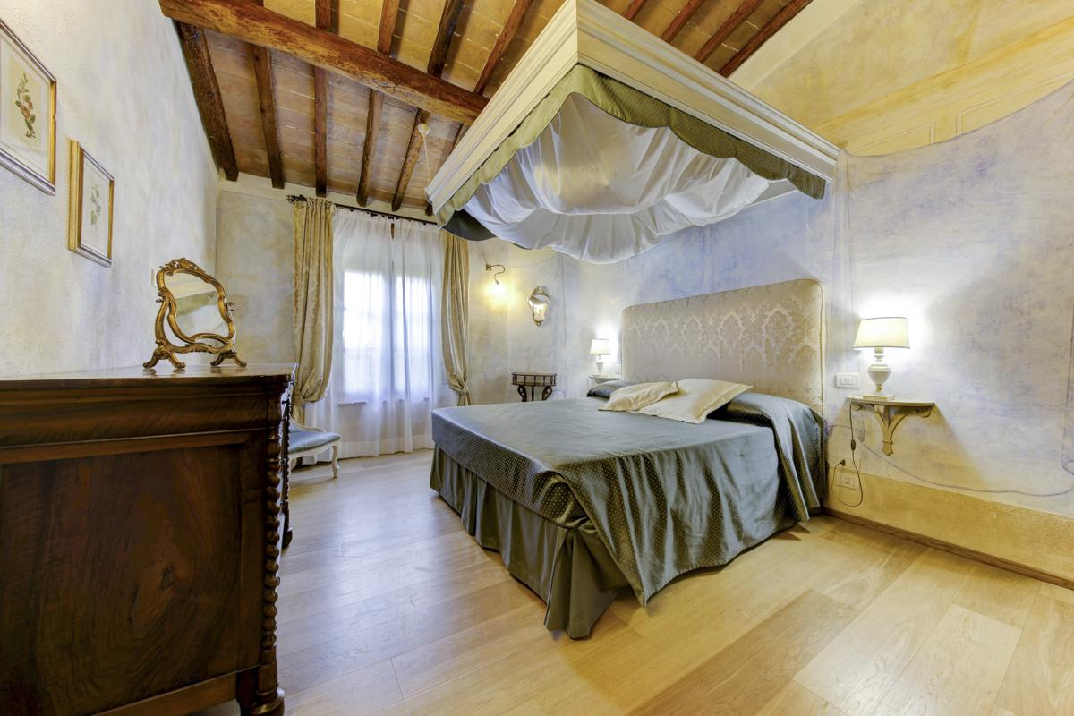 Villa Cecconi in Siena - sleeps 24 people