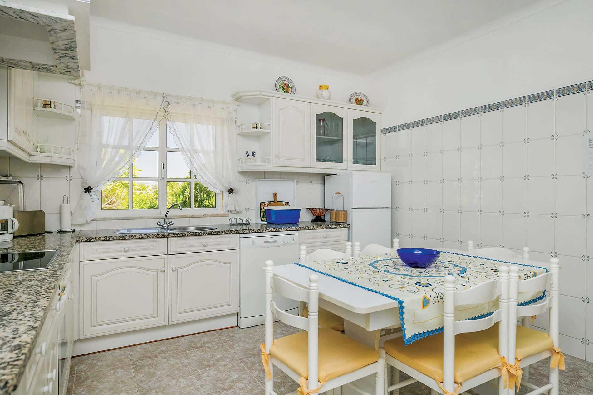 Villa Cerrinho in Vale de Parra - sleeps 6 people