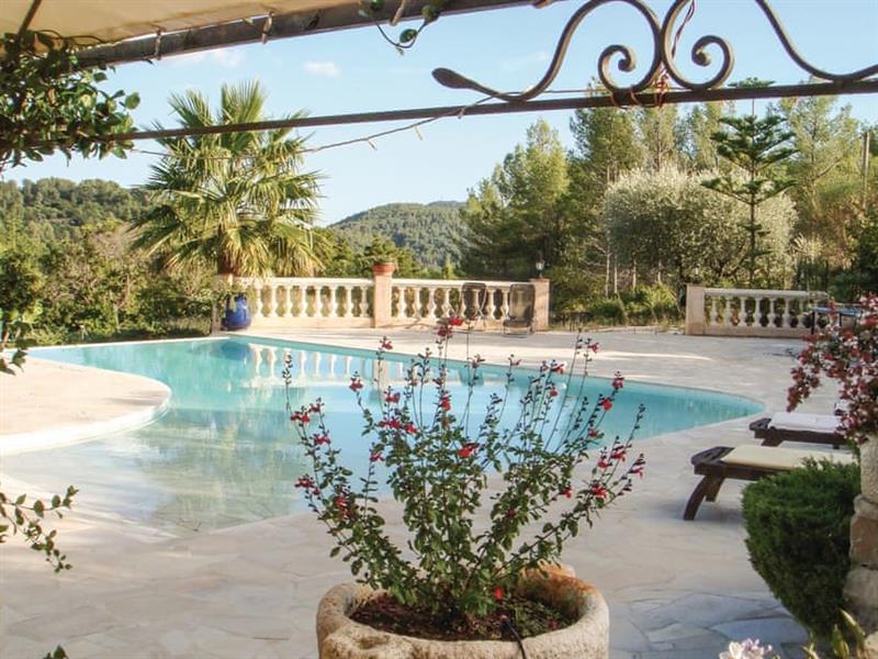 Villa des Palmiers in Solliès-Toucas, near Solliès-Pont, Côte-d'Azur - sleeps 6 people