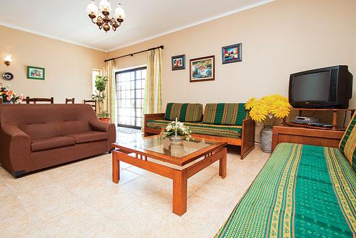 Villa Diana in Sao Rafael, Albufeira - sleeps 12 people
