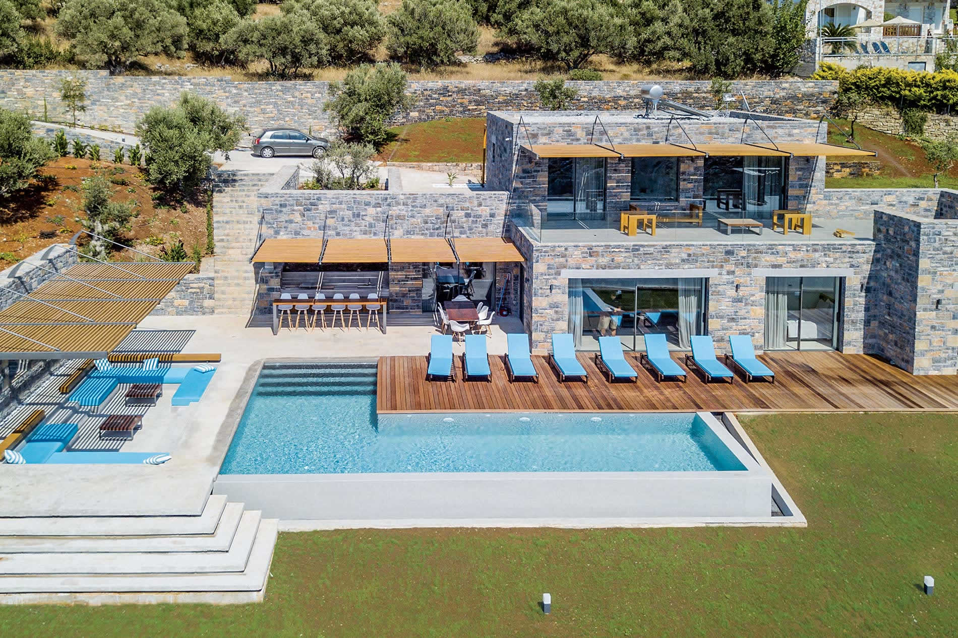 Villa Ektoras in Plaka - sleeps 8 people
