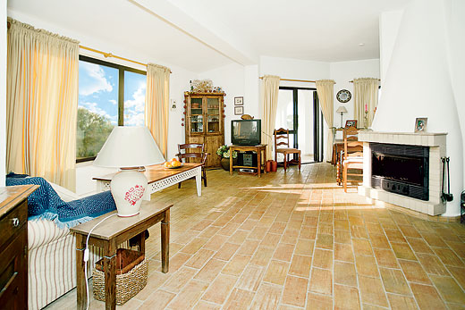 Villa Franco in Bordeira, Algarve - sleeps 4 people