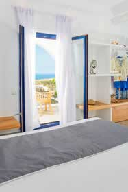 Villa Gialos Country Oasis in Firostefani - sleeps 4 people