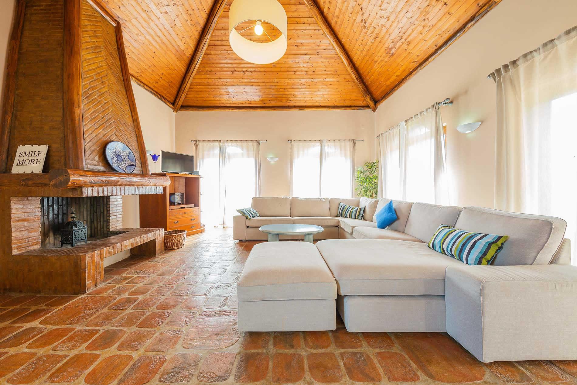 Villa Jaime in Armacao de Pera - sleeps 8 people