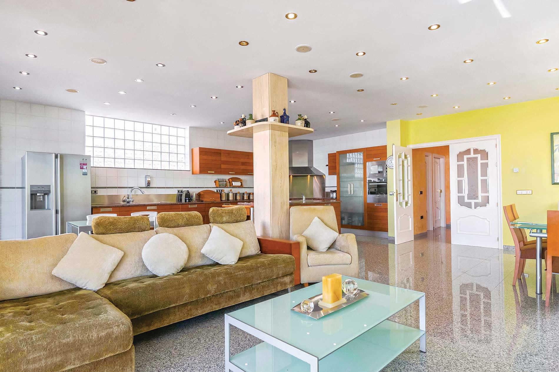 Villa Jose Manuel Vendrell in Calafell - sleeps 7 people