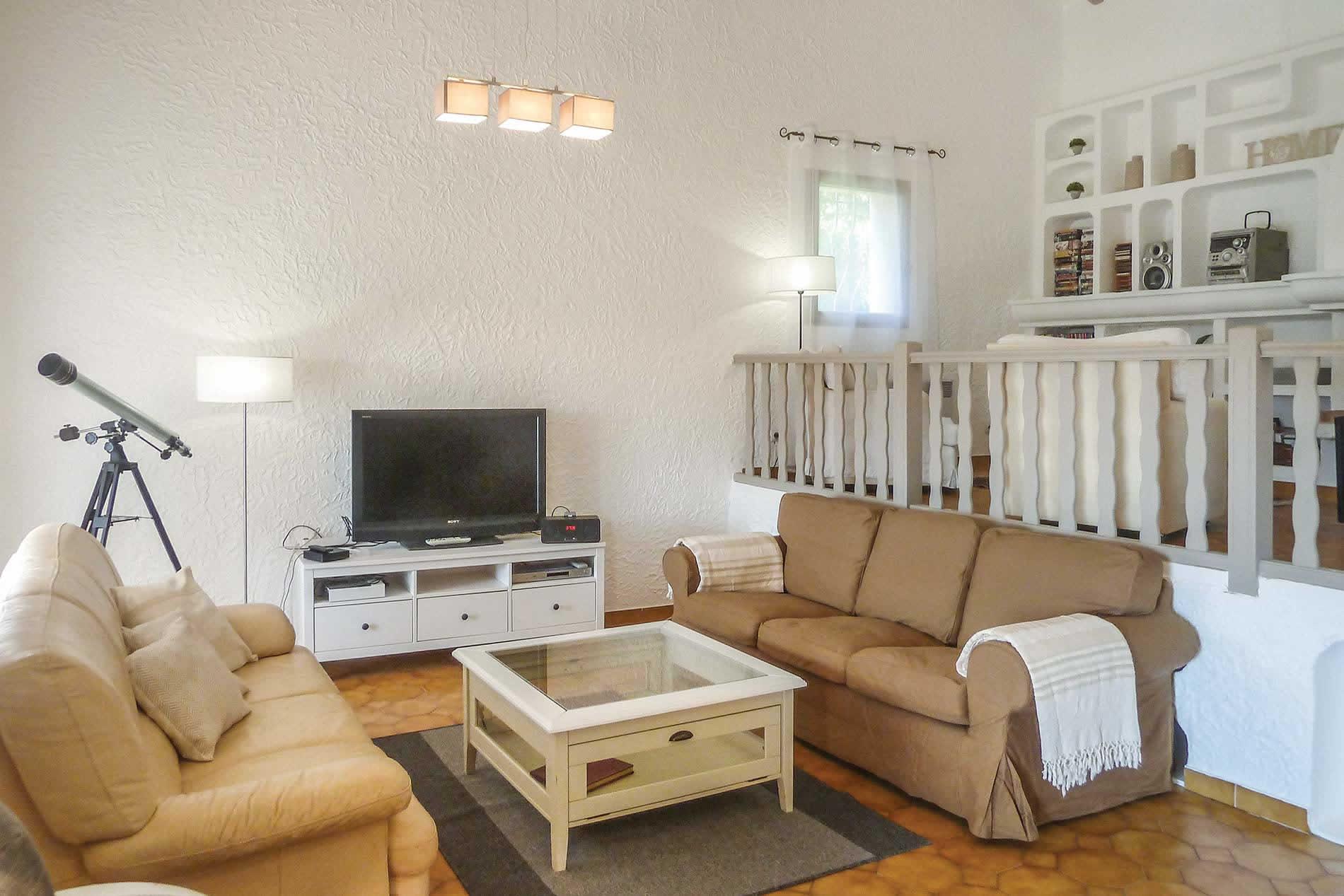 Villa Le Nest in Les Adrets De L'Esterel - sleeps 6 people
