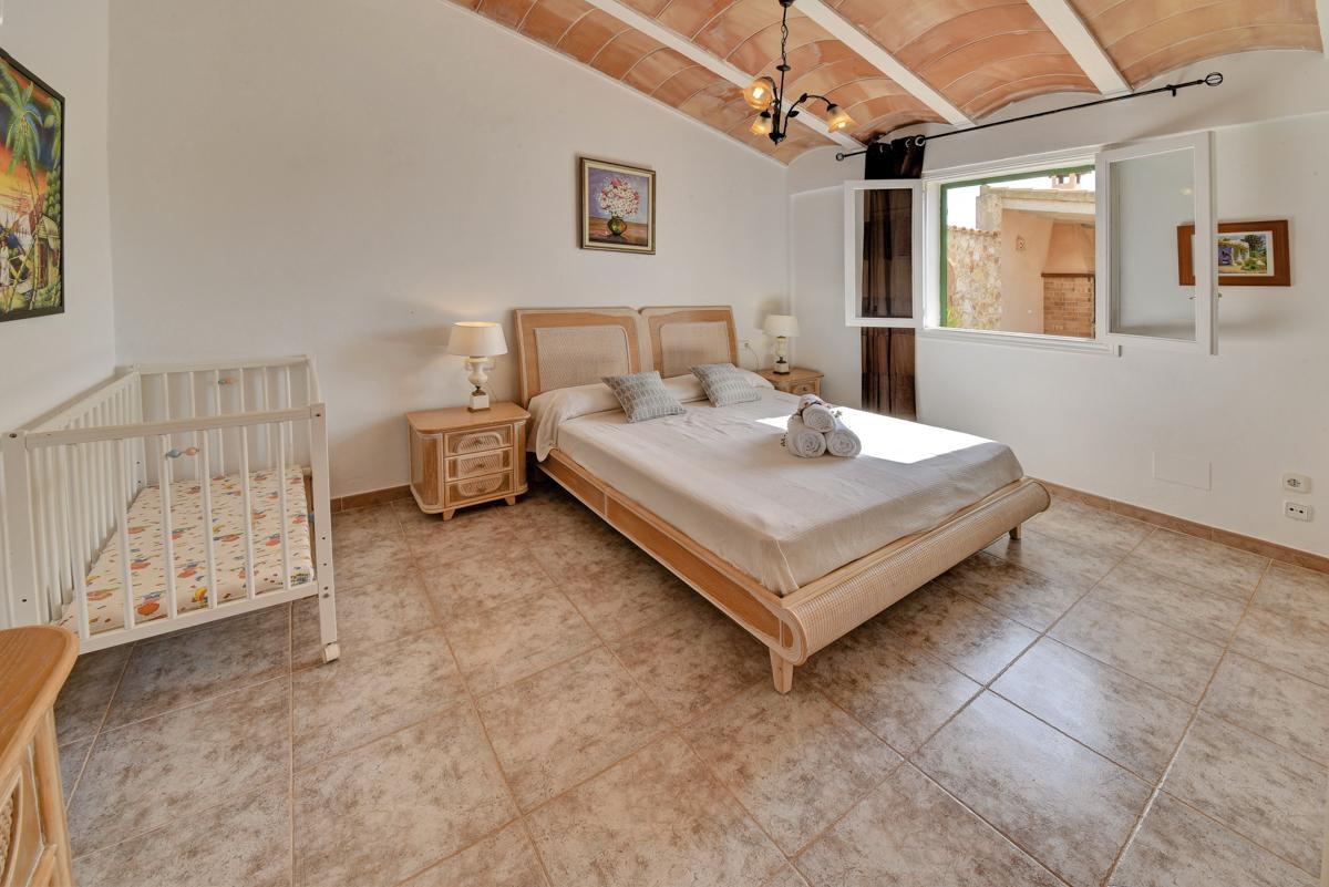 Villa Llonga in Cala d'Or - sleeps 4 people