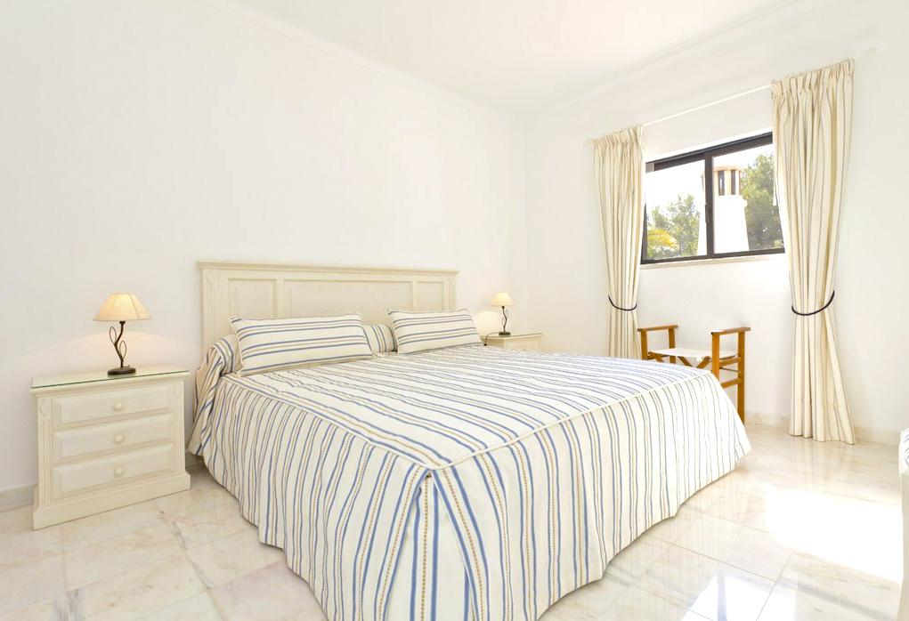 Villa Lygia in Lagoa - sleeps 6 people