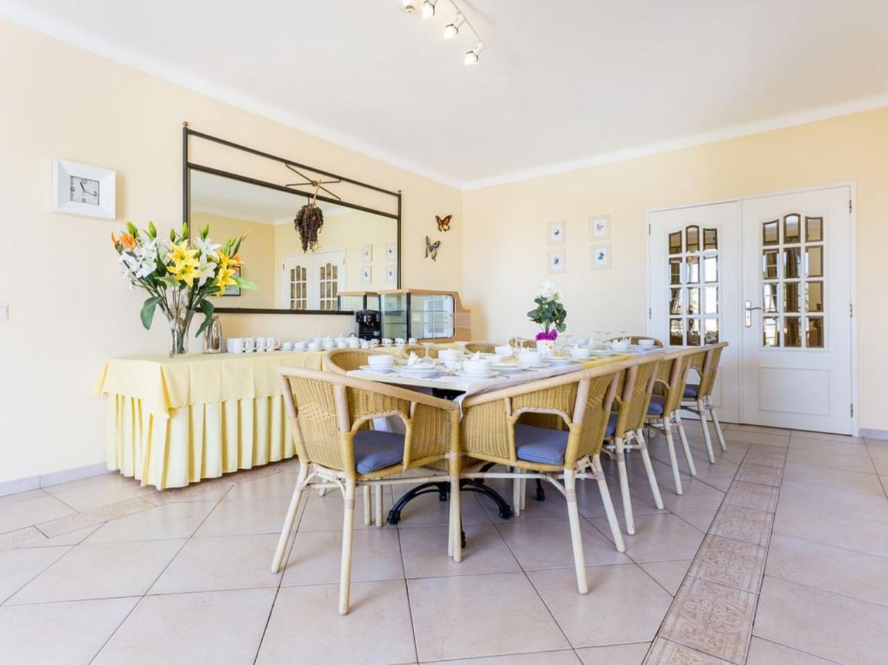 Villa Paciencia in Carvoeiro - sleeps 16 people