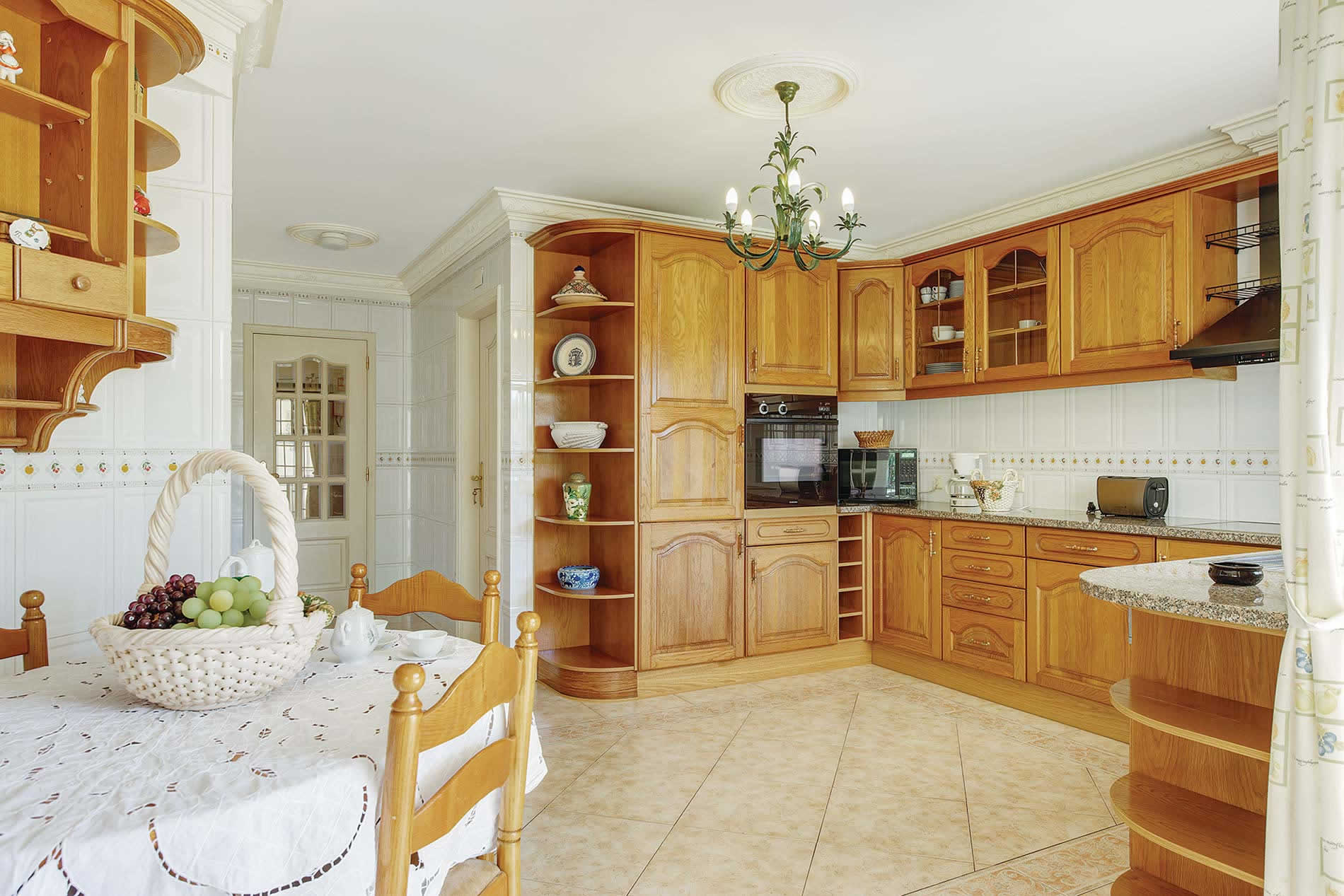 Villa Quinta da Vinha in Gale, Algarve - sleeps 8 people