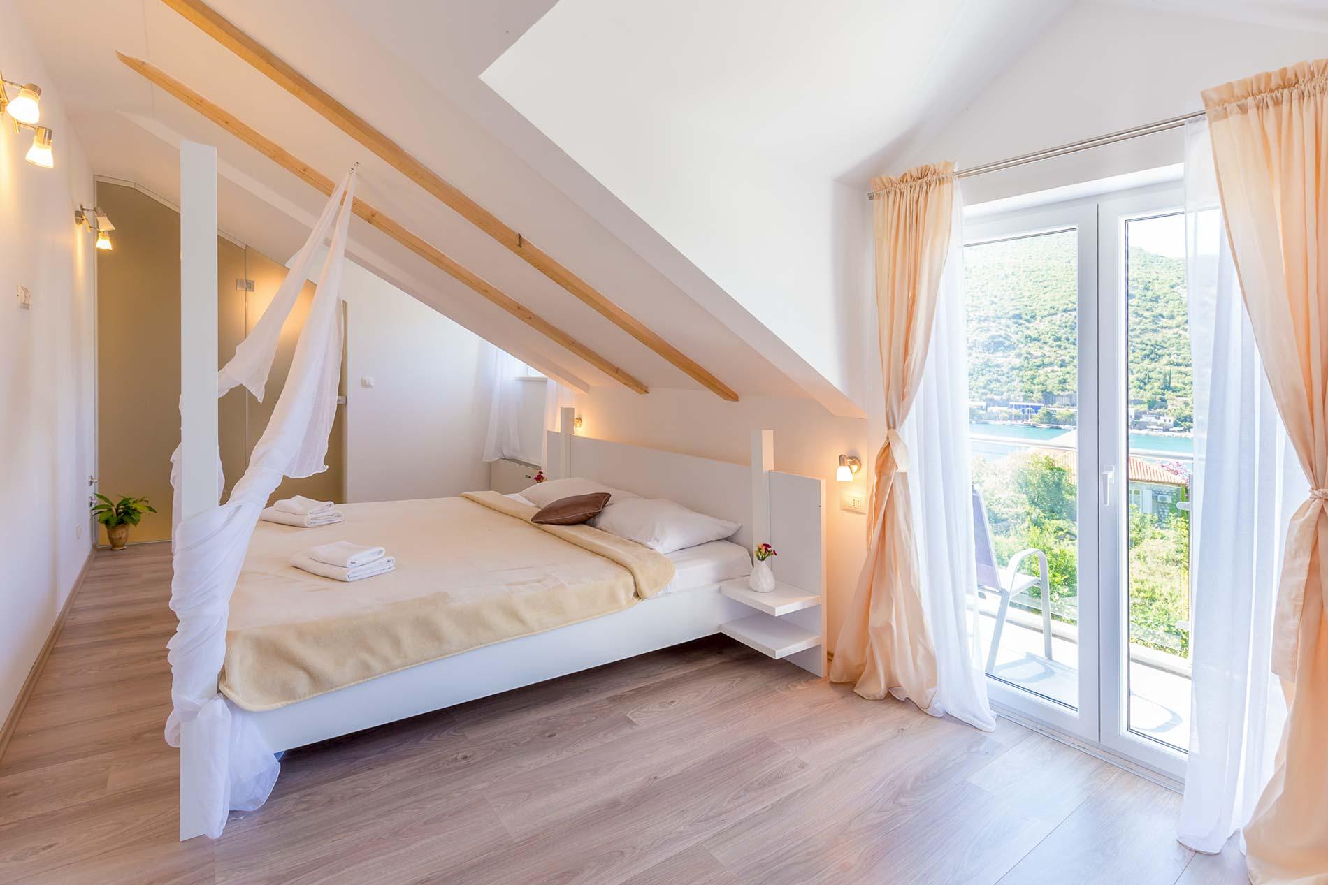 Villa Riverside Place in Dubrovnik - sleeps 10 people