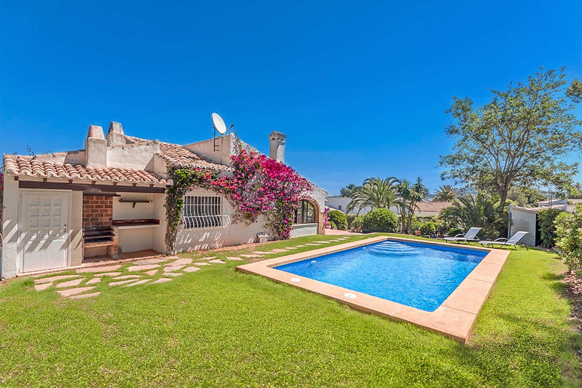 Villa Rosabella in Javea - sleeps 4 people