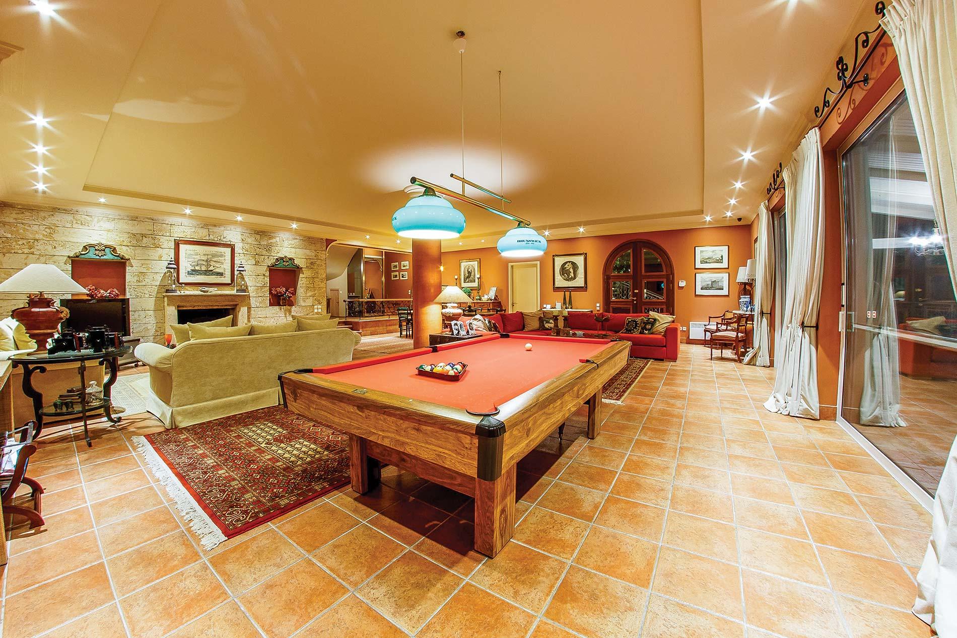 Villa Tesoro Mio in Akrotiri - sleeps 12 people