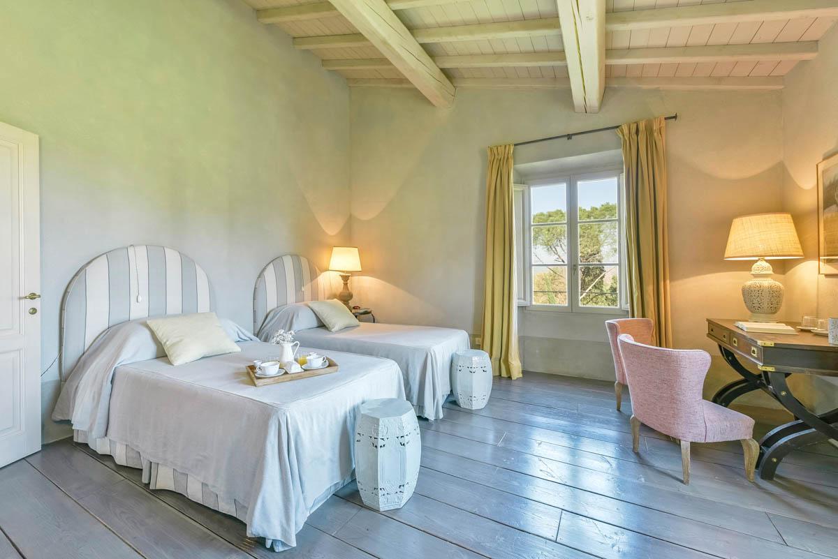 Villa Tolomei in Siena - sleeps 18 people