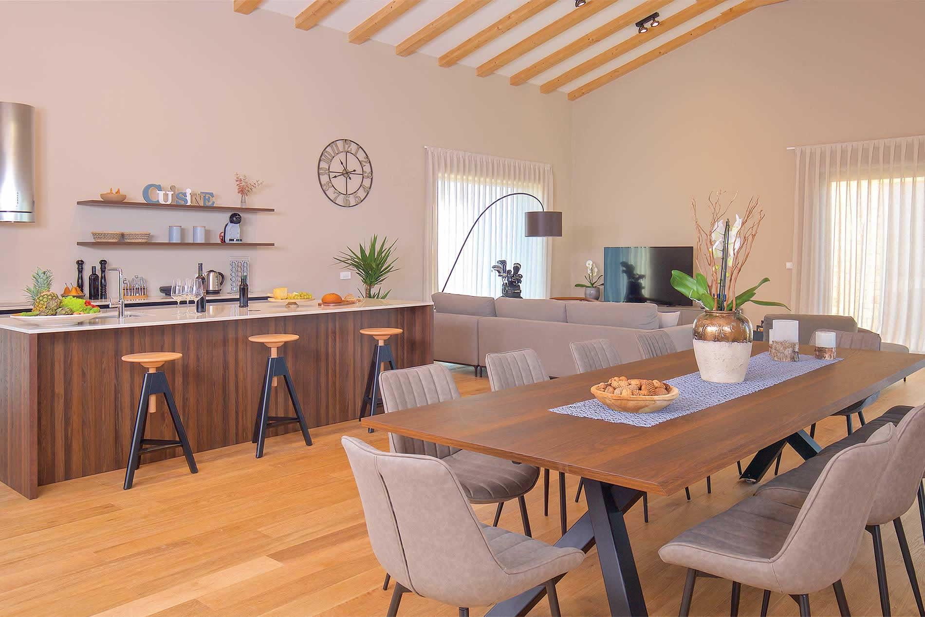 Villa Vinograd in Novigrad - sleeps 12 people