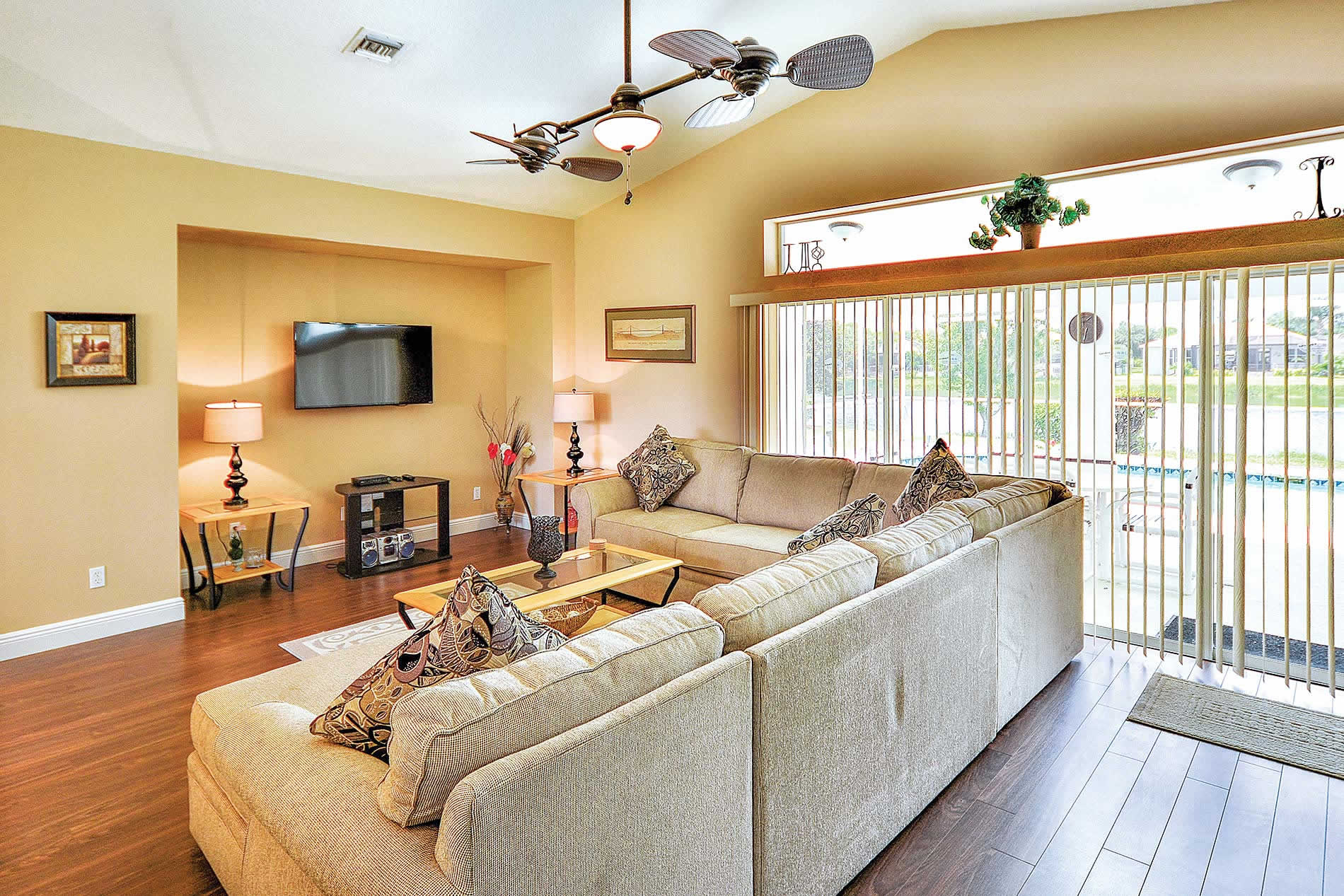 Villa White Eagle Point in Fort Myers - sleeps 6 people